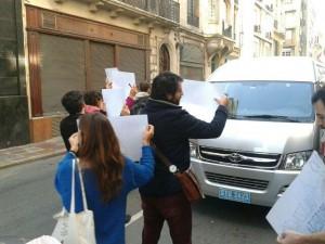 ¡Que tipa, Celia Villalobos! Aparte del mítico Manolo, chófer oficial también en Uruguay. Eso es coherencia.