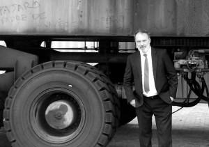 """""""Yo, para ser feliz quiero un camión"""", parece decir el embajador. Foto sacada de su exquisito facebook: imperdible, oigan."""