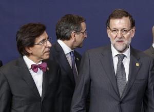 El primer ministro belga, Elio Di Rupo; el primer ministro griego, Antonis Samaras, y el presidente del Gobierno español, Mariano Rajoy. EFE/Thierry Roge
